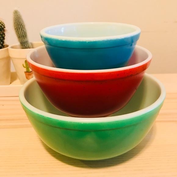 pyrex vintage mixing bowls